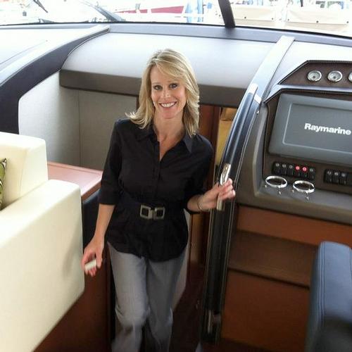 Kristin_on_a_boat-3F0A.jpg