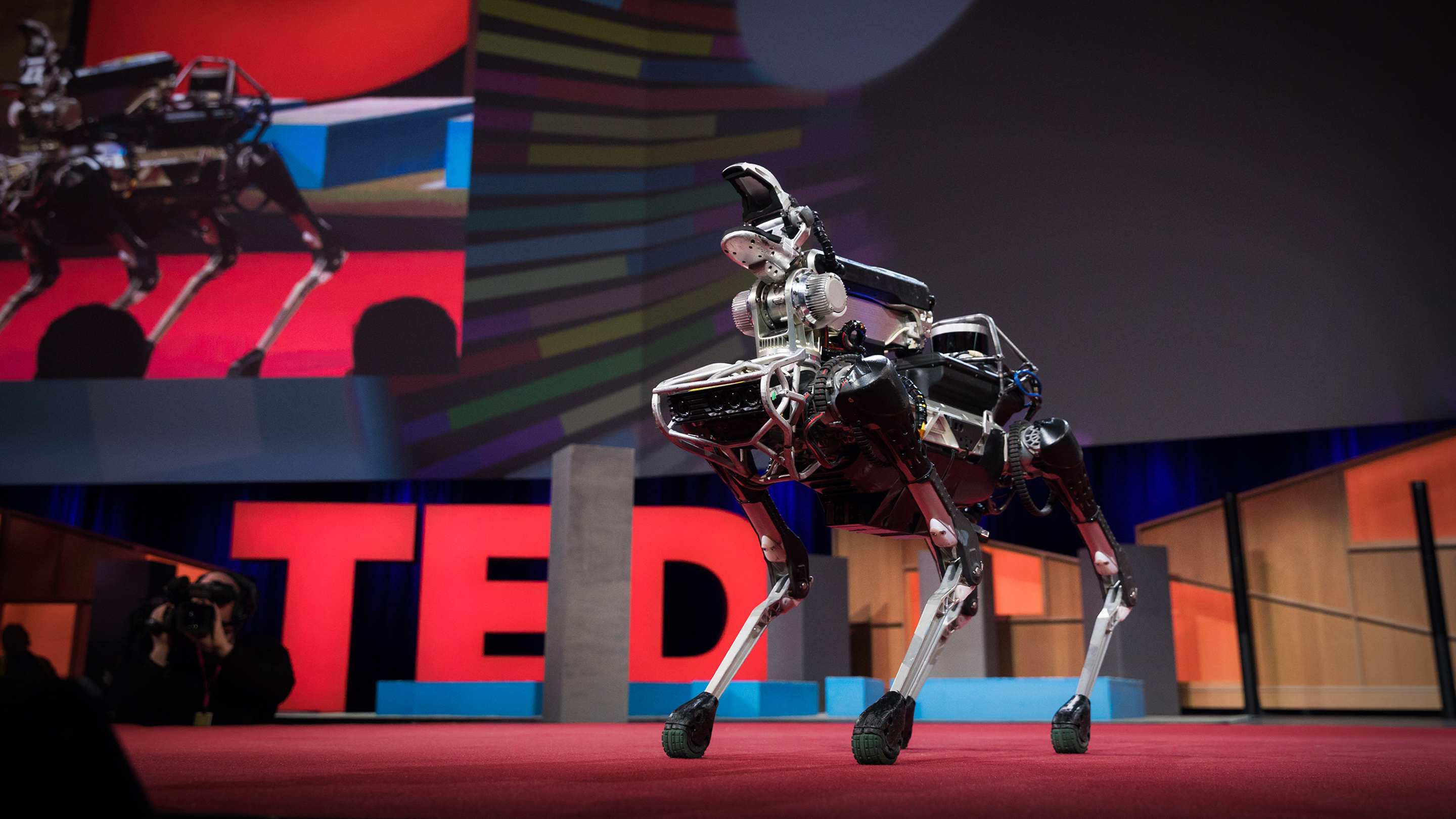 Vijay Kumar: Robots that fly     and cooperate | TED Talk