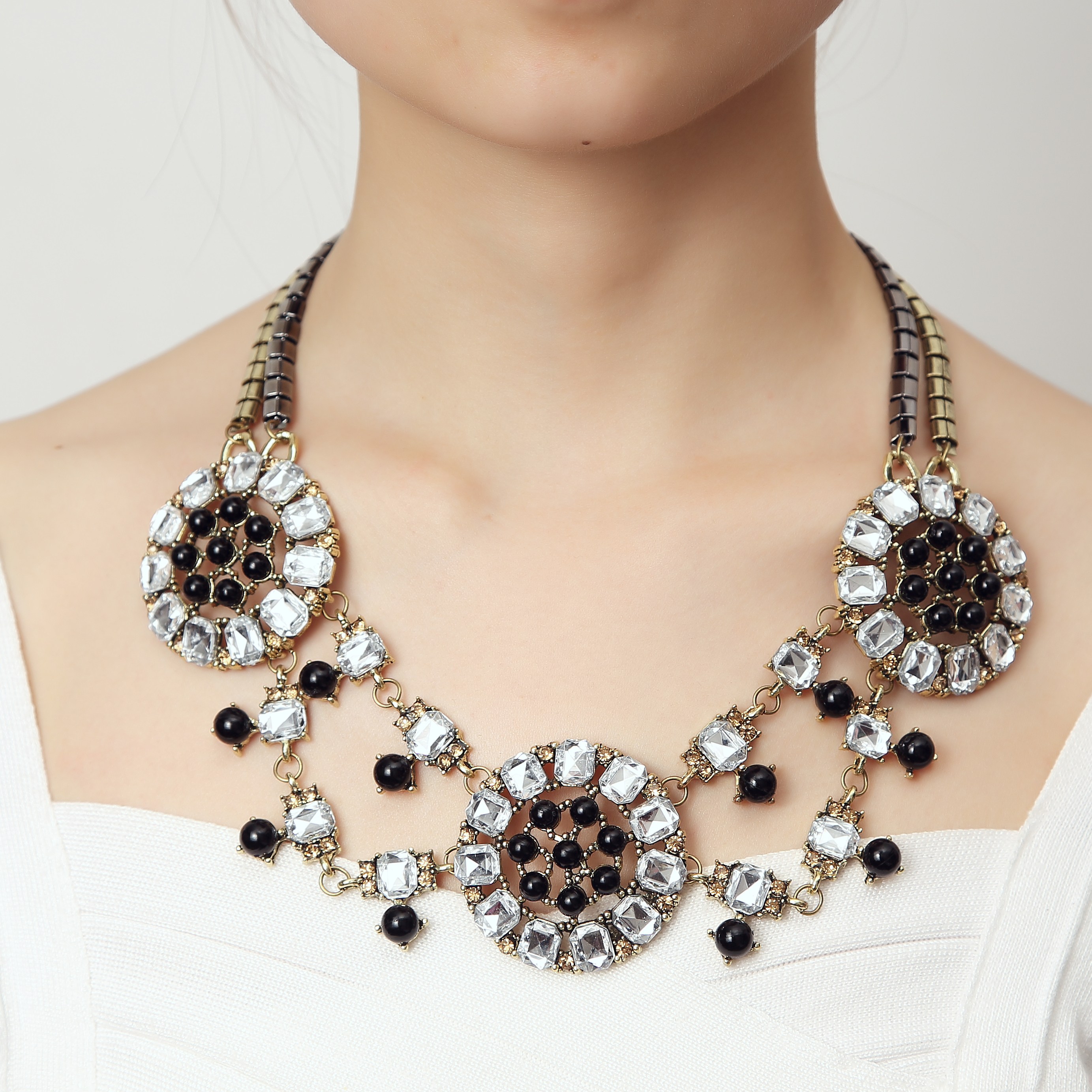 Retro Queen Geometric Crystals Statement Necklace d07d826b6cad