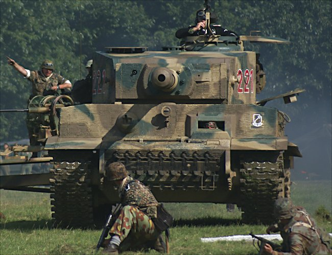 Thank you to Tank-Hunter.com for the above image of the replica Panzerkampfwagen Ausführung VI - Tiger Tank.