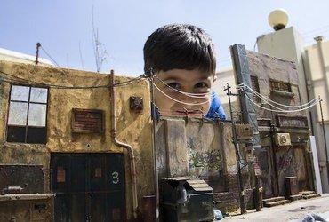 فنان عراقي يصنع مشاهد مصغرة واقعية للغاية