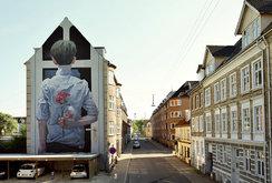 """جداريات فنية كبيرة بحجم المباني من عمل """"إيتام كرو"""""""