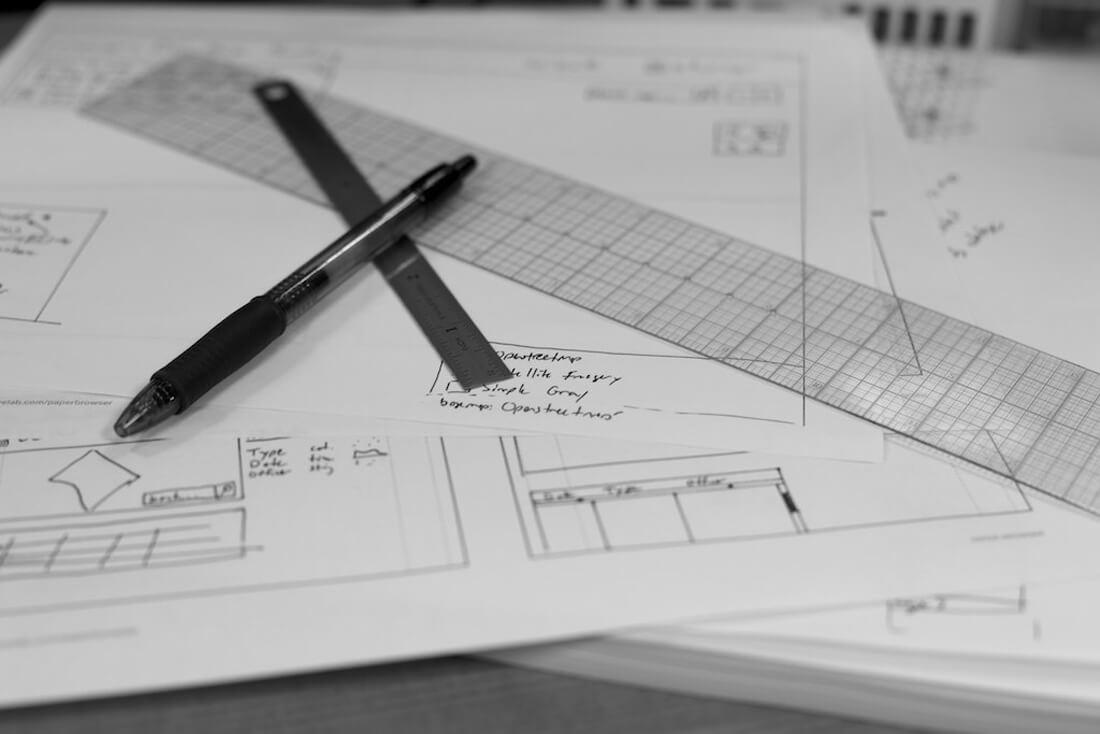 ما عدد خيارات التصميم التي يجب على المصمم أن يعرضها على العميل