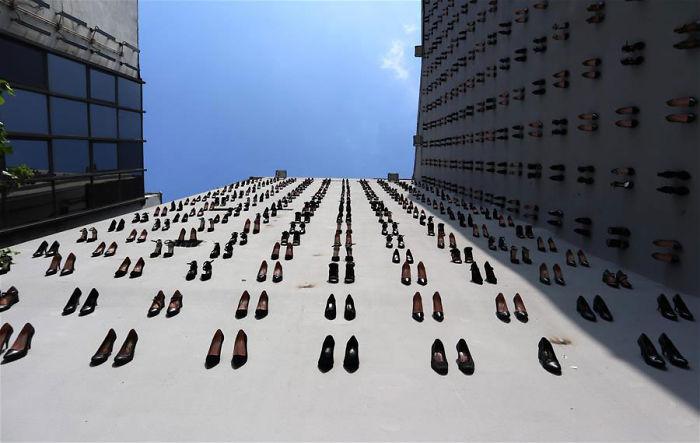 نصب تذكاري جدلي في تركيا يخلد ذكرى 440 امرأة قتلن على أيدي أزواجهن العام الماضي