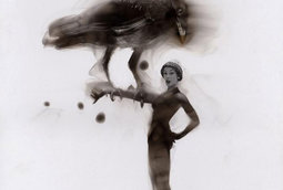 لوحات النار : فنان يرسم لوحات مبدعَة باستخدام اللهب و الدخان