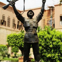 تمثال خير اجناد الارض في القلعه