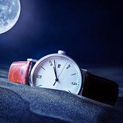 ساعة قمريه....