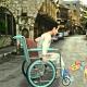 مقطع صغير لحركة طفل مقعد . .  .