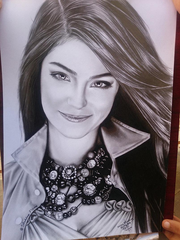 و اخيرا ... رسمتي للممثلة #Hazal_Kaya  ..ااسف على  التصوير بالهاتف ...