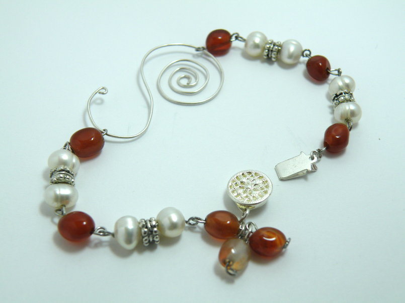 Freshwater pearls and carnelian bracelet