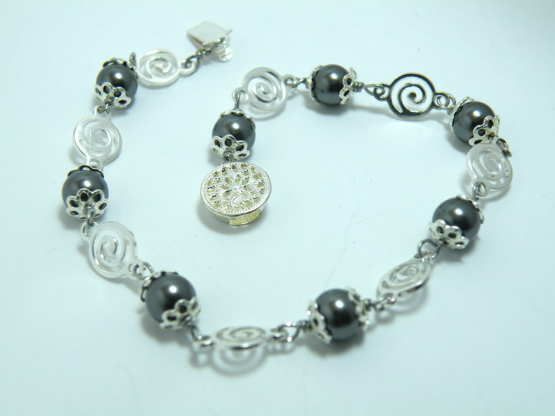 Grey Swarovski pearls with silver plated connectors bracelet
