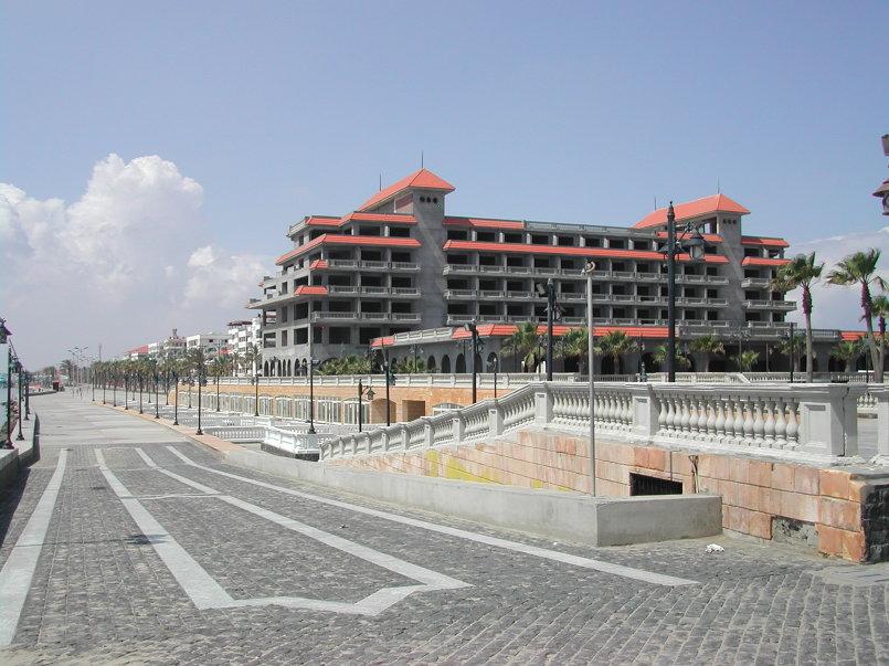 بناء فندق موفنبك برأس البر