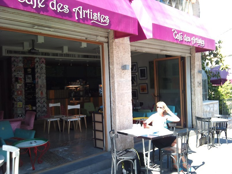 Cafe Des Artistes library