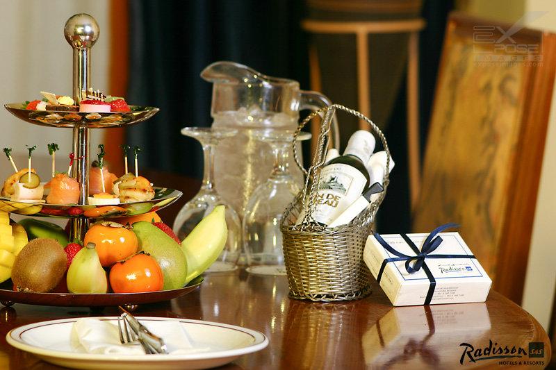 Food & Hotels