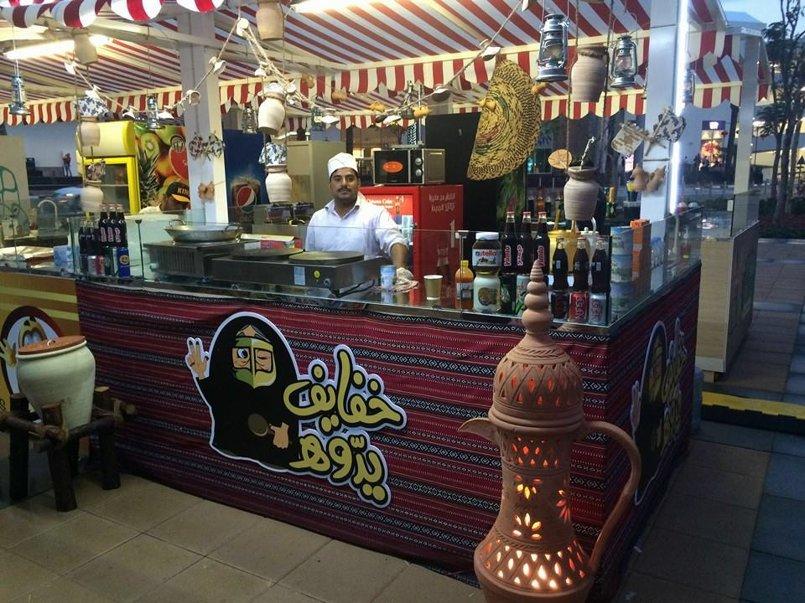 شكل كشك خفايف يدوه في السوق الصيني في دبي