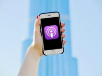 How to Listen to Podcasts on iPhone header