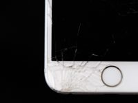 How to Manage a Cracked Smartphone Screen header