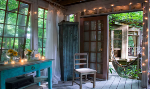 Airbnb in-town treehouse listing