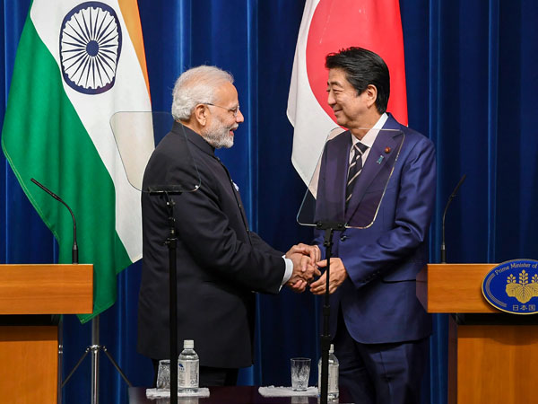Modi Shinzo Abe shaking hands