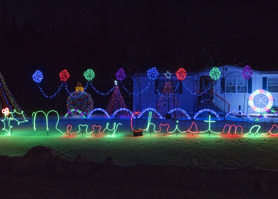 dany and catherine falle are happy to once again have their lincoln light show outside their home as a fundraiser for the make a wish foundation - How To Make A Christmas Light Show
