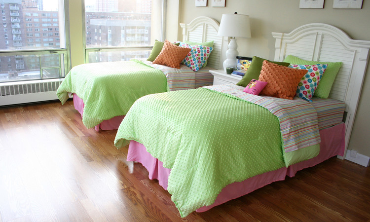 Two Twin Beds With A Single Nightstand In Between Is A Space Saving  Technique.