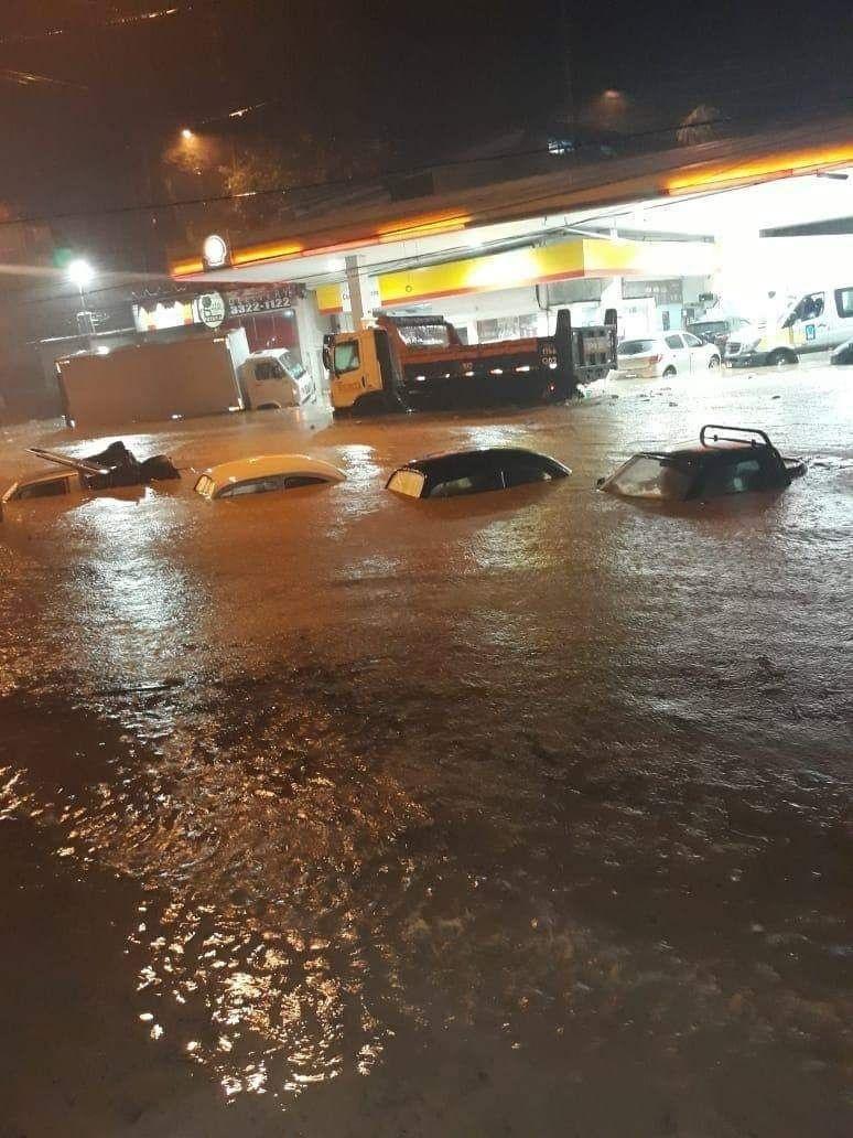 Resultado de imagem para Temporal deixa Rio em estágio de crise, causa mortes e estragos