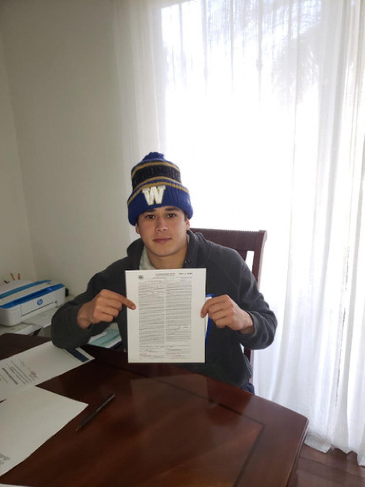 Sergio Schiaffino extiende contrato en Winnipeg.