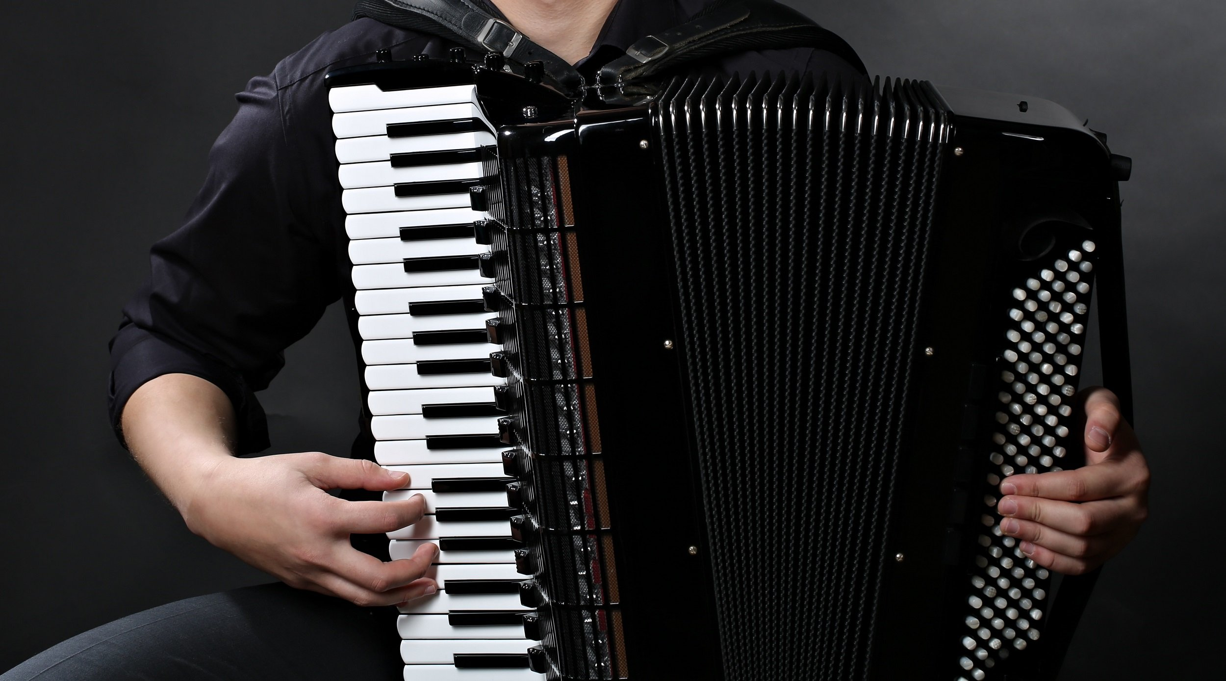 Accordion Player Covers 10 Difficulty Levels of Tetris