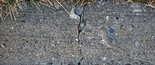 Cracked and crumbling concrete 0001