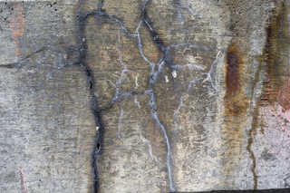 Cracked and crumbling concrete 0011