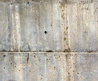 Cracked and crumbling concrete 0013
