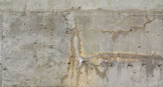 Cracked and crumbling concrete 0014