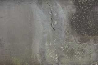 Cracked and crumbling concrete 0018