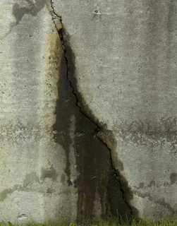 Cracked and crumbling concrete 0026