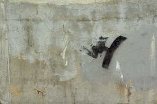 Cracked and crumbling concrete 0029
