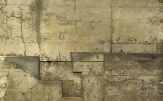 Cracked and crumbling concrete 0046