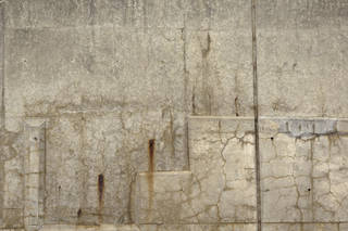 Cracked and crumbling concrete 0047
