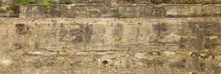 Cracked and crumbling concrete 0052
