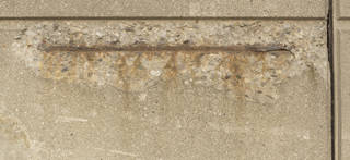 Cracked and crumbling concrete 0056