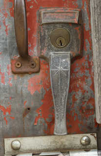 Handles and hinges 0023