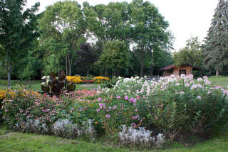 Gardens and flower beds 0029