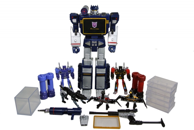 Masterpiece Soundwave with Cassettes - Loose 100% Complete