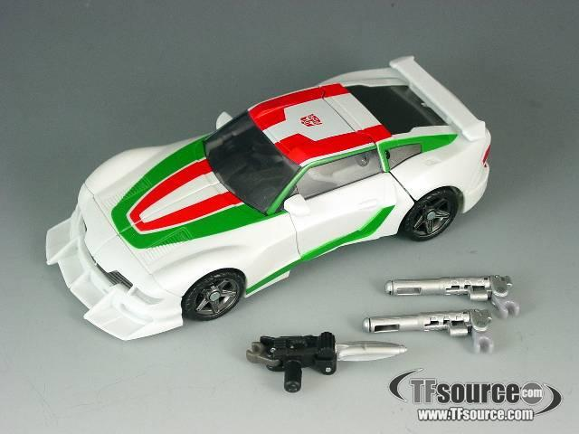 Transformers 2011 - Generations - Wheeljack - Loose - 100% Complete