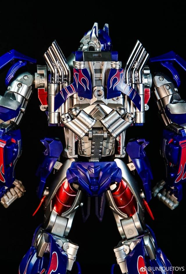 Transformers Unique Toys UT R-02 Optimus Prime Commander Challenger