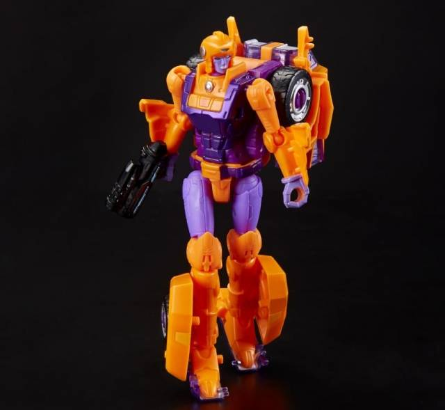 Transformers Generations Selects Deluxe Lancer Exclusive