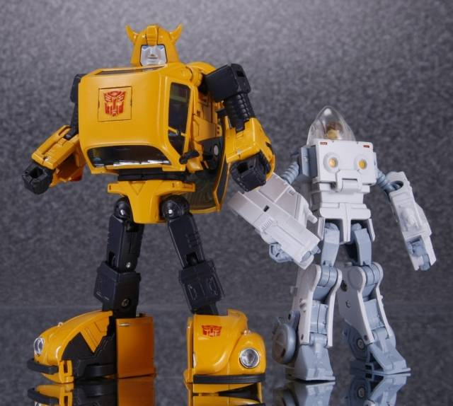 MP-21 - Masterpiece Bumblebee - with Spike in Exo-Suit