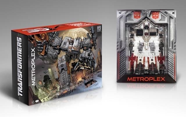 SDCC 2013 - Exclusive - Titan Class Metroplex