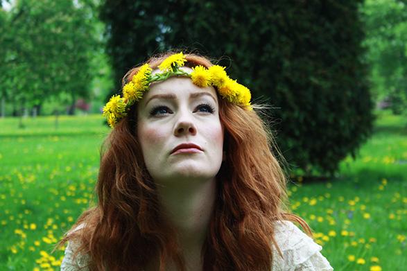 That Redhead's dandelion hippie crown.