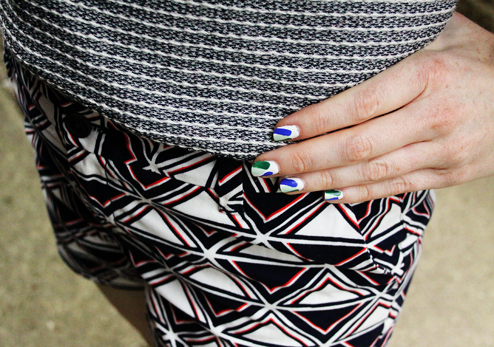 Mixing prints and coordinating manicure.