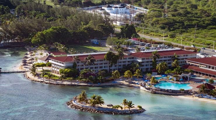 The Holiday Inn Resort In Jamacia Is Very Cheap